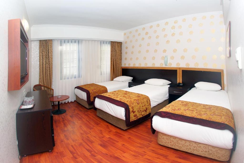 Quartiple Room