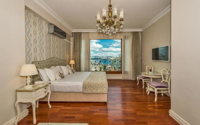 Deluxe Suite with Bosphorus View