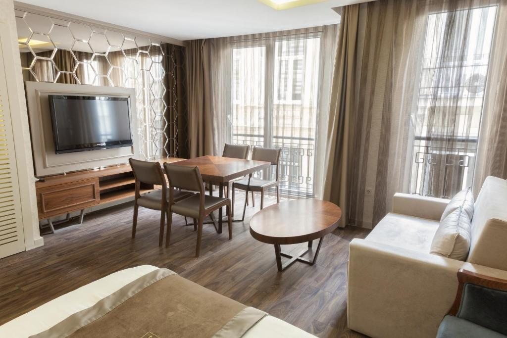 Comfort Suite with French Balcony and Kitchenette