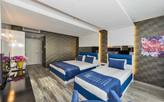 Superior Triple Room + Breakfast+WIFI