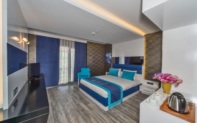 Deluxe Room + Breakfast+WIFI