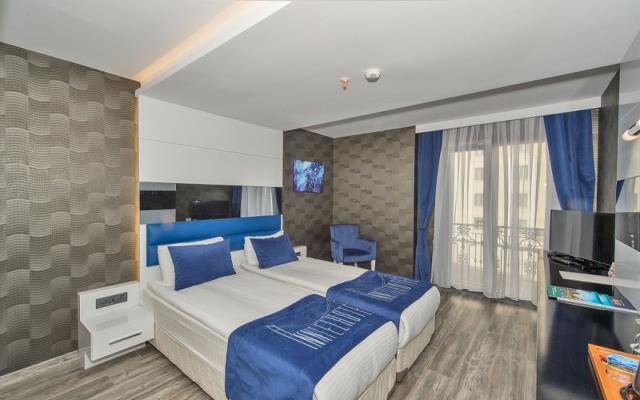 Standard Twin Room + Breakfast+WIFI