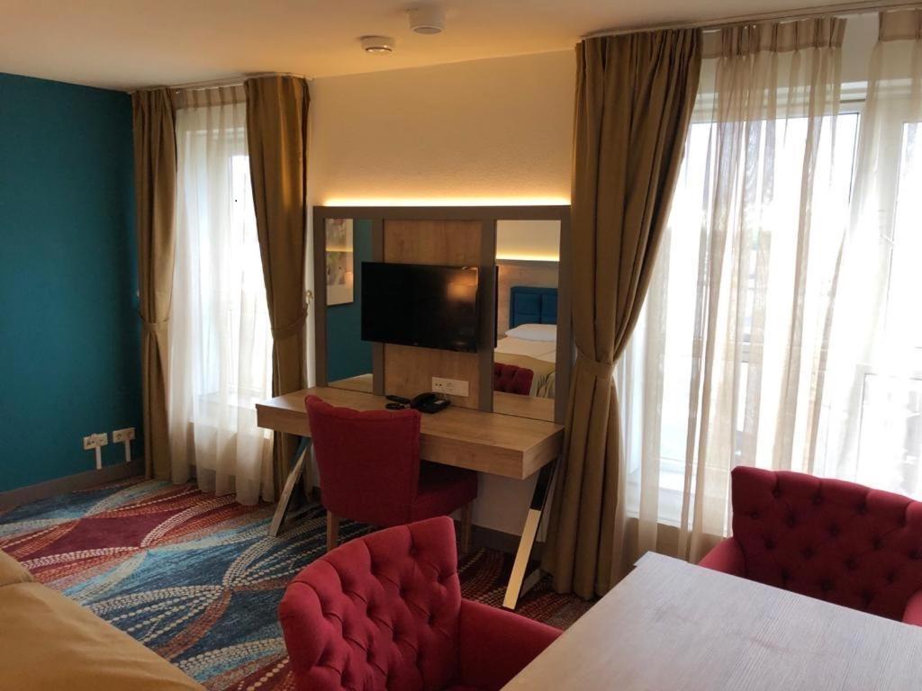 Quadruple Room (4 Pax)