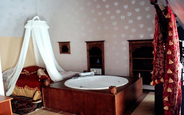 Historical Suite With Jacuzzi