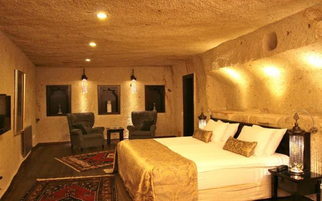 Deluxe Cave Family Suite