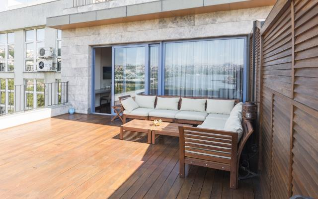 Family Room with Terrace and Sea View - with Breakfast