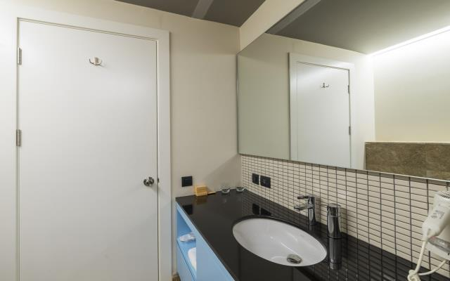 FAMILY PACKAGE - Corner Room with Kitchen - 5 pax