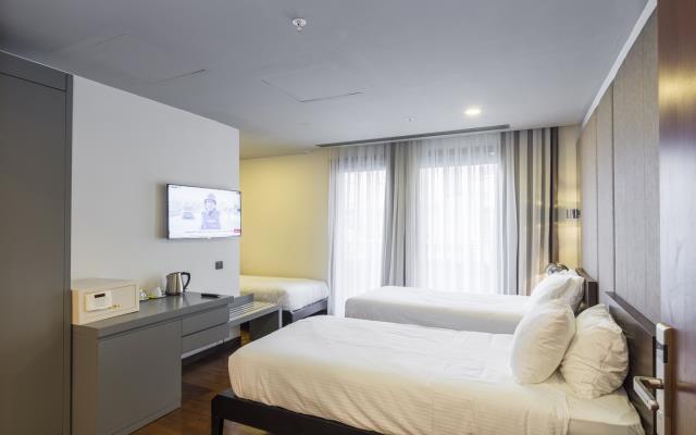 Standard Triple Room - with Breakfast