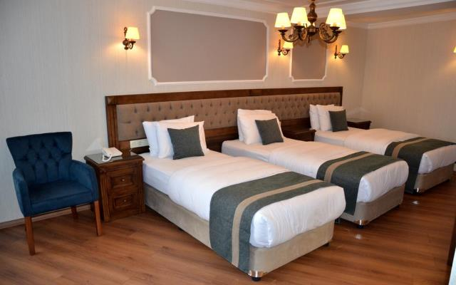 Deluxe Triple Room with partial Sea View