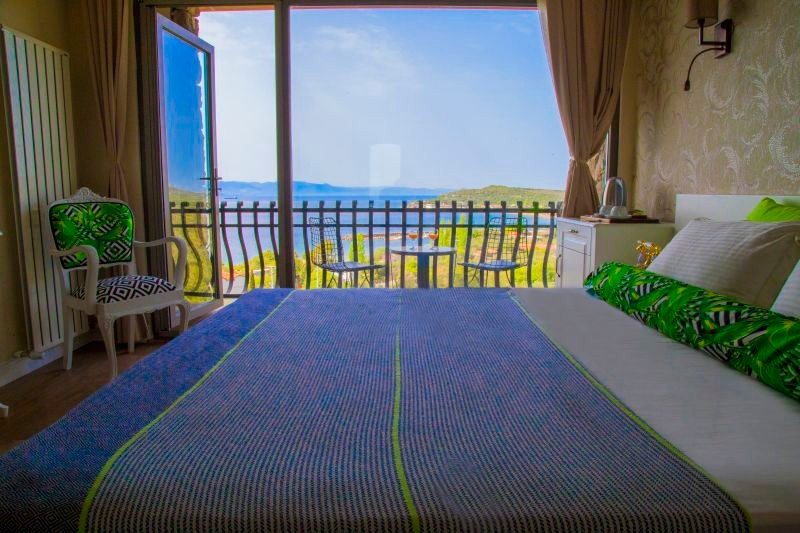 Deluxe Room with Sea View & Balcony