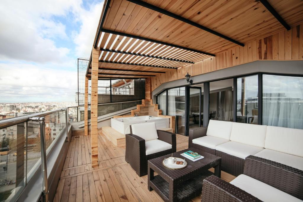 Apartment With Terrace and Jacuzzi