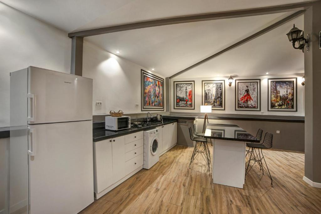 Three Bedroom Apartment With Garden Access